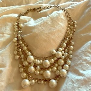 Jewelry - Chunky pearls statement necklace