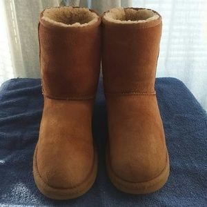 UGG Shoes - UGG Authentic Classic Short Chestnut Boots sz 6