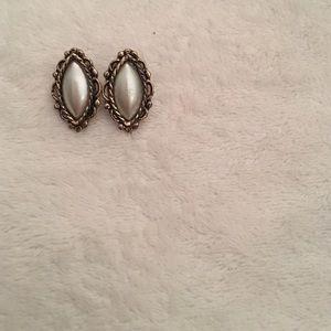 Jewelry - 🎀 Pearl Studded Earrings