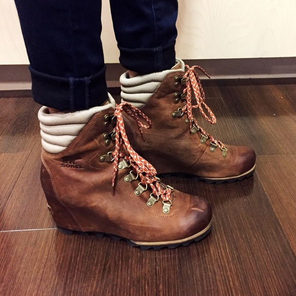 Women's Conquest Wedge Booties