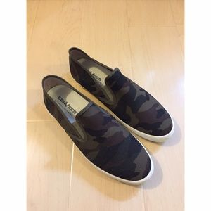 SeaVees Other - Brand New seavees men's camo size 10 slip on shoe