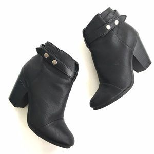 Breckelles Shoes - Black chunky heeled booties