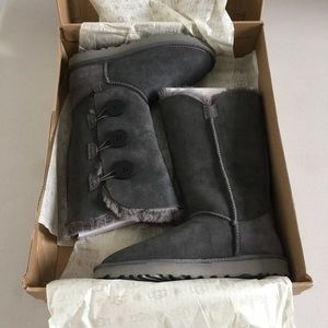 UGG Shoes - UGG bailey button triplet in grey