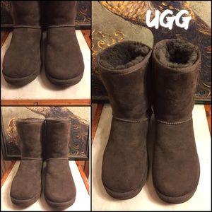 UGG Shoes - SALE🌷SZ 6-UGG BROWN SUEDE/SHEEPSKIN SHORT BOOTS