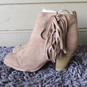Qupid Shoes - Taupe faux suede ankle booties