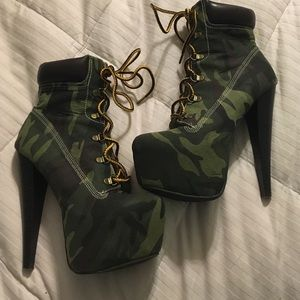 Qupid Shoes - Sexy Camo heeled wedges