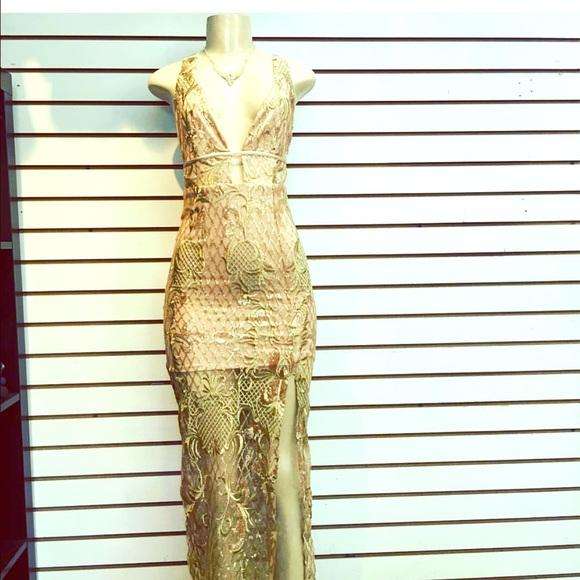 Muy Lindo Vestido Color Oro Largo Con Falda Transparent Boutique