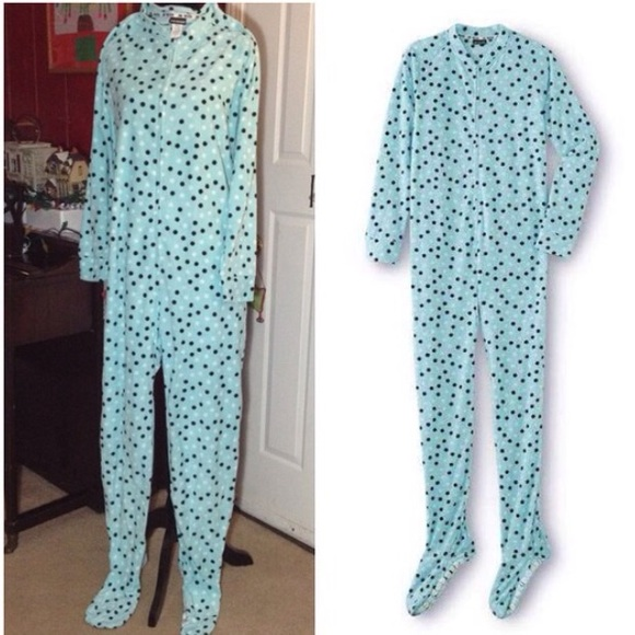 d84e51c06bbb8 NWT fleece polka dot footed onesie pajama