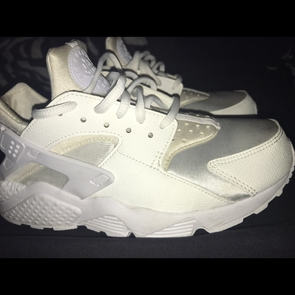 10% off Nike Shoes - All white nike huarache shoes. Size 7 from ...