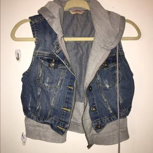 Super cute Zip Up jean vest