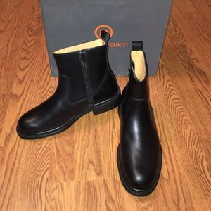 Rockport Other - BNIB Men's Rockport Boots (Size 8 WIDE)