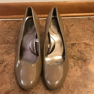 Like New!!! Tan Leather, Rounded-Toe heels