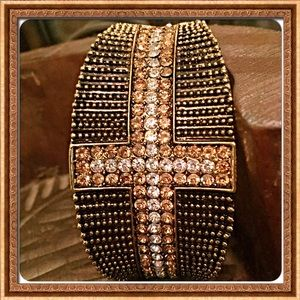 boutique Jewelry - 30% OFF BUNDLES! 🌻Pave Crystal Hinged Bracelet🌻
