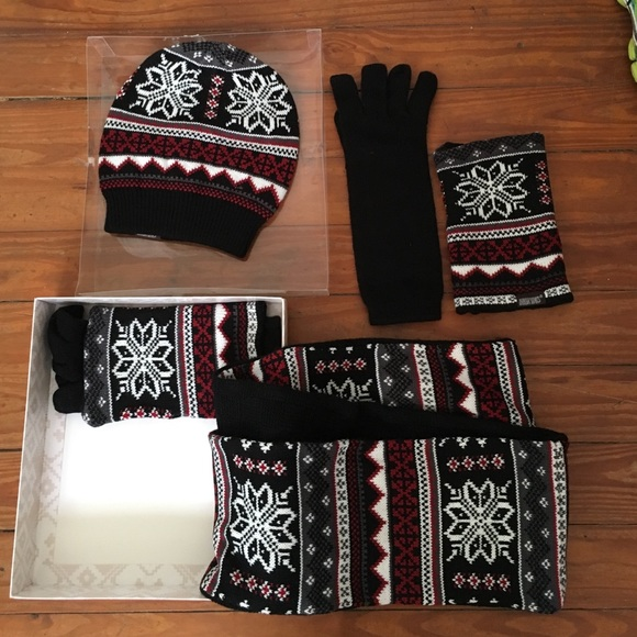 a9c6f83f1ee8b Mukluks (reversible) Scarf hat   gloves