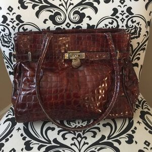 Handbags - Leather bag in cranberry color