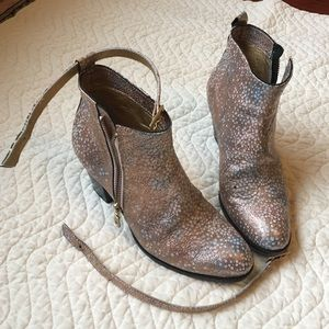 Modern Vice Shoes - Price ✂️Modern Vice pink/white sparkly booties