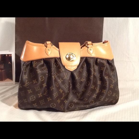 31b90fa9c360 Louis Vuitton Handbags - 100% Authentic Louis Vuitton Boetie MM Purse