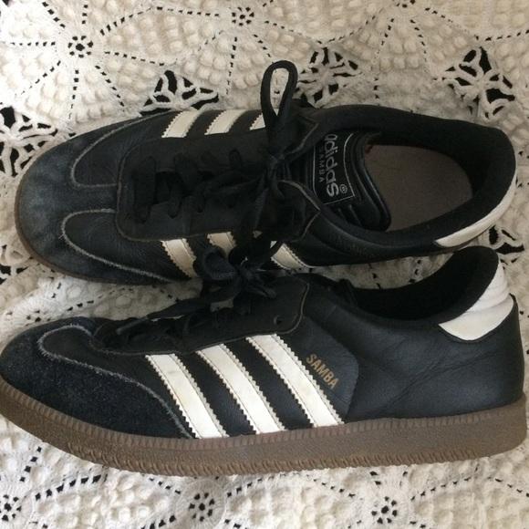 Le adidas samba scarpe poshmark