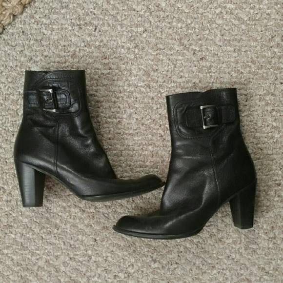 Stuart Weitzman Shoes - Stuart Weitzman Black Leather Booties