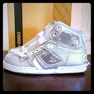 Osiris Shoes - NEW! Osiris white and silver hightops.