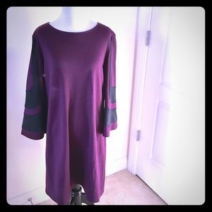 Muse Dresses & Skirts - NWT Plum and black shift dress 💝