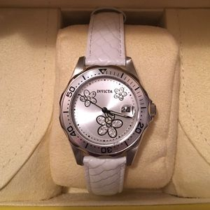 Invicta Accessories - ❗️Weekend Sale❗️White Daisy Flower Invicta Watch