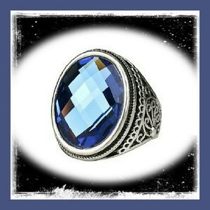 Jewelry - Sparkly Blue Silver Ring