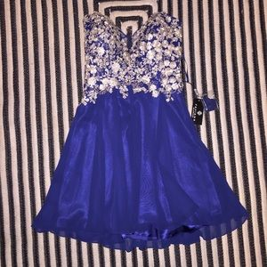 Faviana Dresses & Skirts - NWT Faviana Prom/Homecoming/formal Dress