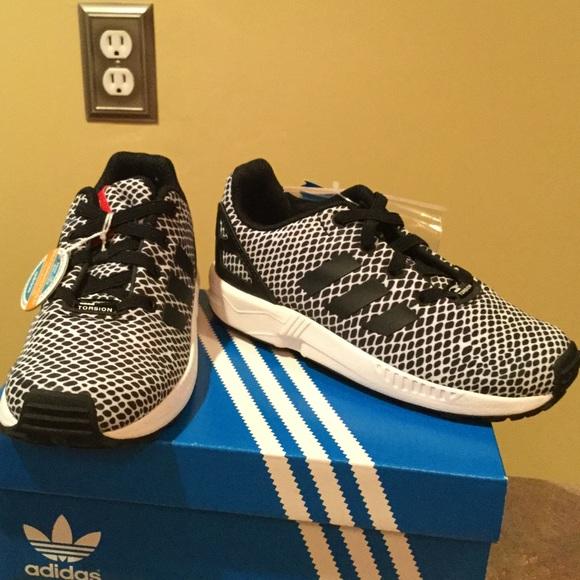 223801a7f NWT Adidas toddler boys Black   White sneakers
