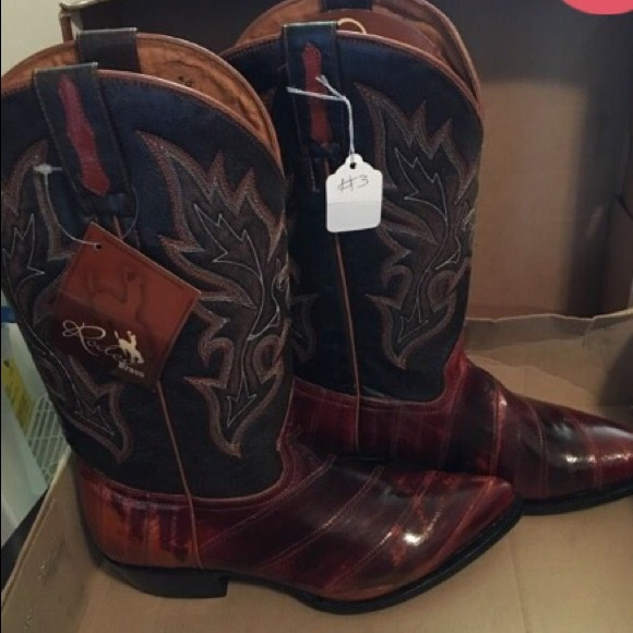 b417b7648ce49 Brand new men's boots . Size 10.5 NWT