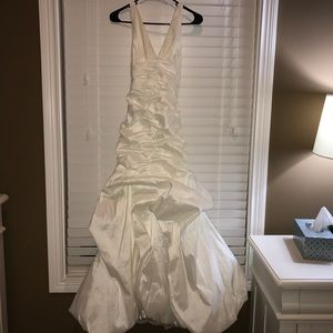 Jessica McClintock Dresses & Skirts - Prom/wedding dress-PRICE NEGOTIABLE-NEEDS TO GO👗