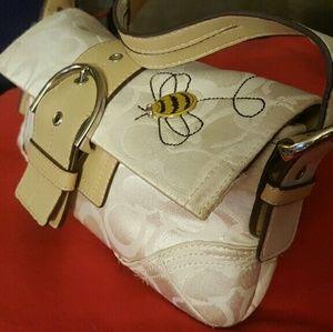 👜SPRING SPECIAL 👛RARE BUMBLE BEE COACH PURSE🐝