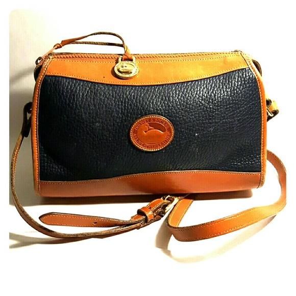 *Sale* Vintage Dooney \u0026 Bourke crossbody bag
