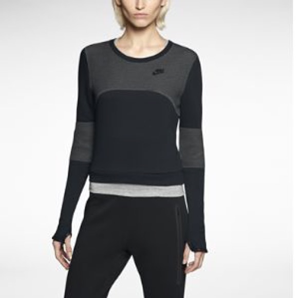 100% authentic e0738 192a2 Nike Tech Fleece 3mm Crew Women s Sweatshirt. M 58733fe14e95a3aa0b107ad6