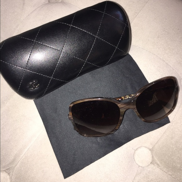92bd2bdf1cdd CHANEL Accessories - Chanel 5210-q Sunglasses