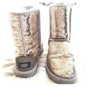 red sequin uggs size 6