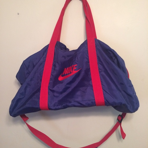 2e25f5a0da89 Vintage Nike Gray Tag Colorful duffel bag gym bag.  M 5873c066f739bc15db11b641