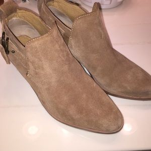 Steven by Steve Madden tan booties