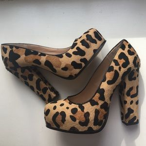 Steve Madden calf hair leopard pumps
