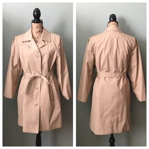 Vintage Jackets & Blazers - Vintage 1983 London Fog trench coat! Size 12!