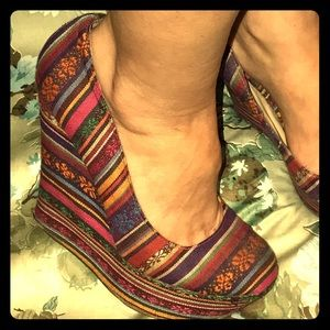 Urban Outfitters Shoes - TRIBAL PLATFORMS BRECKCELLES ROUND TOE 7.5