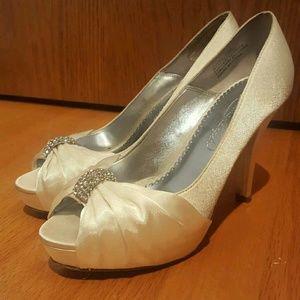 Shoes - 💍 Davids Bridal   Satin Heels   6.5 💍
