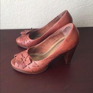 Seychelles Shoes - Seychelles leather peep toe heel