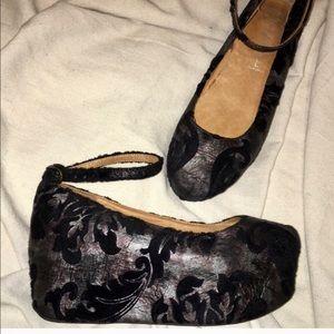 Jeffrey Campbell Shoes - 🌹JEFFREY CAMPBELL🌹LEATHER & VELVET PLATFORM
