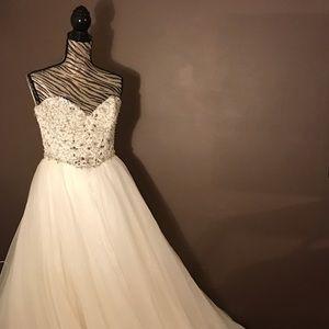 Unworn Designer Posh Rack Wedding Dress