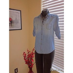 Tops - Cute Denim button down shirt w/surprise lace back!