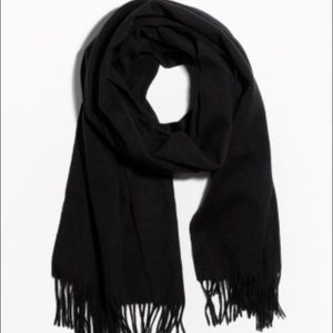 Accessories - Quality black scarf