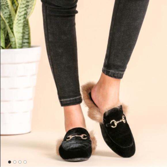 d7e9512bb Shoes | Gucci Black Velvet Leather Fur Lined Loafers | Poshmark