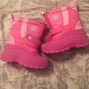 Mountain Other - Pink snow boots
