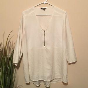 EXPRESS quarter sleeve zip blouse size L